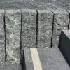 palissade-granit-brut-gris-foncé-tibet-dark-grey-pineappled
