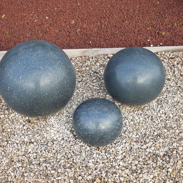 Boule granit polie